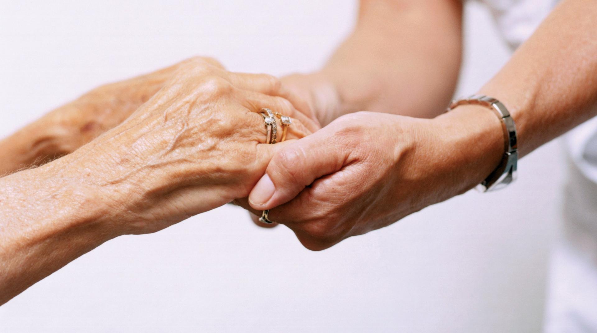 Guida Assistenza domiciliare e ospedaliera e telesoccorso anziani - Helpy Oops